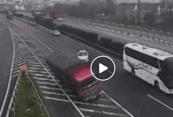 高速道路危険運転