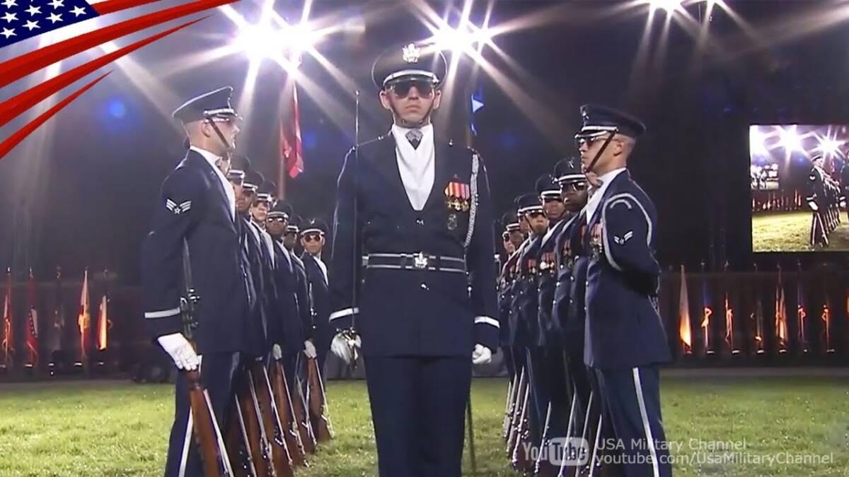 【超絶テクニック】米空軍儀仗隊の凄いドリル・パフォーマンス
