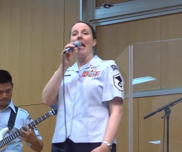 米空軍太平洋音楽隊メンバーが日本語で・・・・