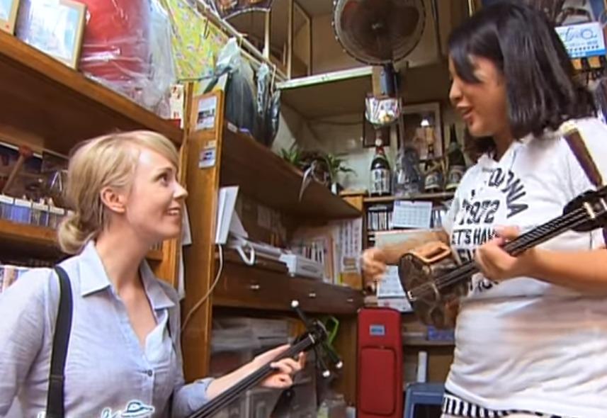 ちょっと古い動画ですが、シャーロット・ケイト・フォックス 沖縄の旅